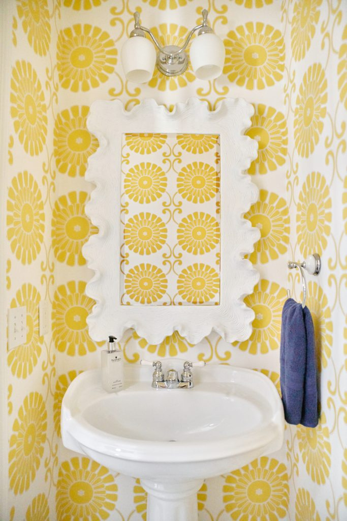 Yellow wallpaper in the powderroom